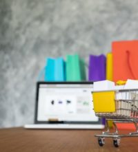 portatil-bolsas-compra-concepto-compras-linea_1423-189
